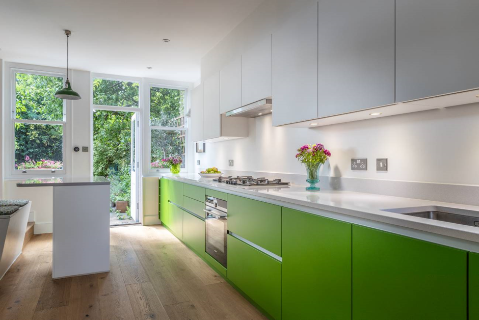 Contrasting Coloured Kitchen Unit Doors
